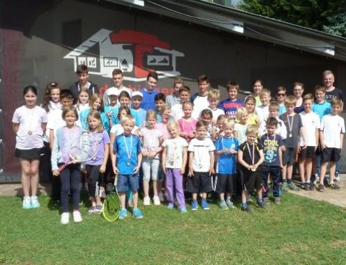 Jugend feiert den Abschluss der Sommer-Verbandsrunde
